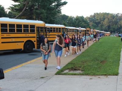 picture of students getting off the bus